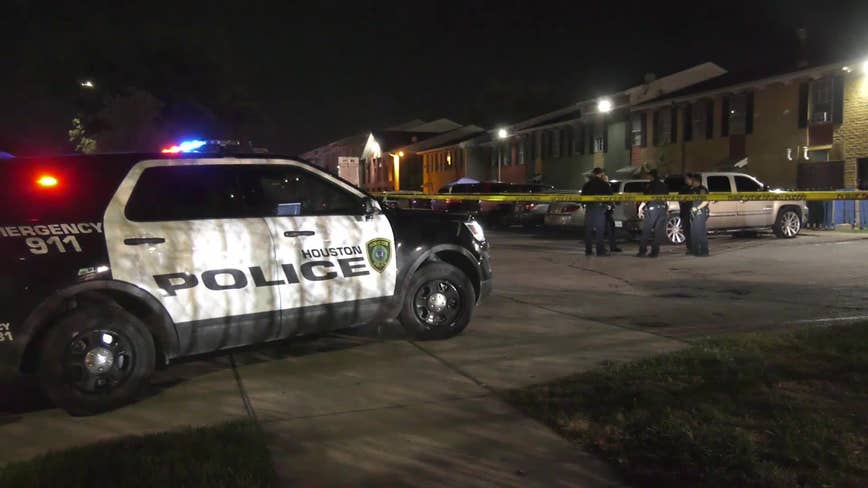 Man shot multiple times in parking lot at southeast Houston apartment complex