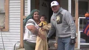 Former Houston Astros pitcher Roger Clemens and 'Kids Meals' deliver meals to 1,500 Houston families