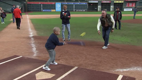 Sunshine Kids get special day inside Minute Maid Park with Craig Biggio