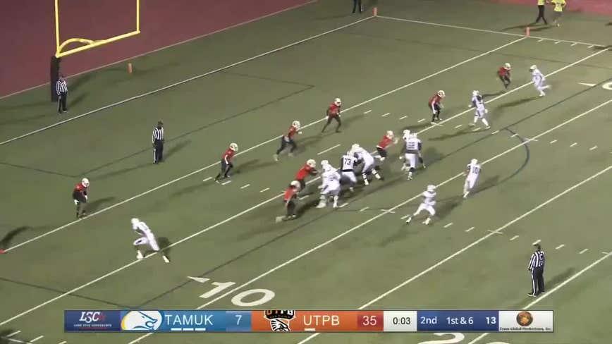 Sophmore Texas football player gives senior teammate the final touchdown