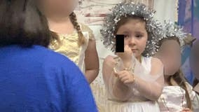 Girl, 5, seemingly flips off audience during school Christmas play