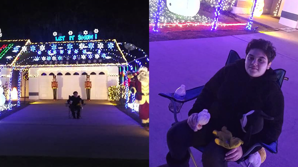 Non-verbal teen with autism speaks for 1st time, breaks out in song amid visit to Christmas lights display