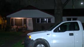 Houston man in his 70s robbed and shot in front of his home