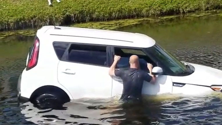 Storyful-232063-Bystanders_Rush_to_Save_Motorist_Who_Drove_Into_Boca_Raton_Canal.mp4_.00_00_05_11.Still003.jpg