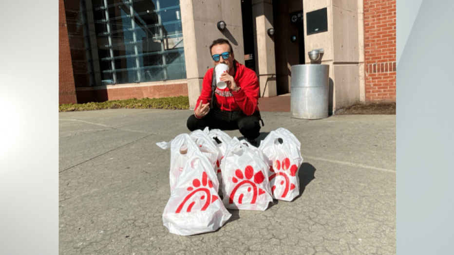 NY-TEAM-BUYS-PLANE-TICKET-TO-GET-CHICK-FIL-A-1-credit-Ryan-Morrison