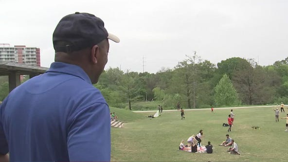 Mayor Turner urges Houstonians to maintain distance so parks can remain open