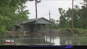 Flooded Kingwood business cleanup ahead of storms