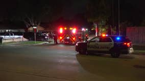 2 men injured in shooting while sitting in vehicle in SW Houston