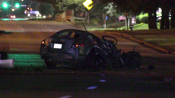 Deadly crash under investigation in SW Houston