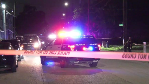 Houston police searching for suspect in deadly shooting of 39-year-old man