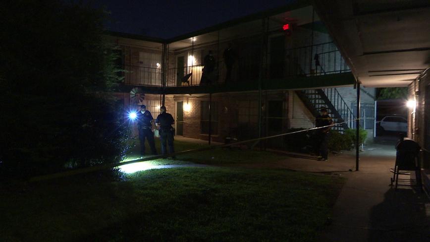 Man struck by errant gunfire in southeast Houston