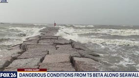 Ruben Dominguez reporting live on conditions at the Galveston seawall