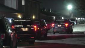 Houston Police: Elderly man shot multiple times, suspect on the run