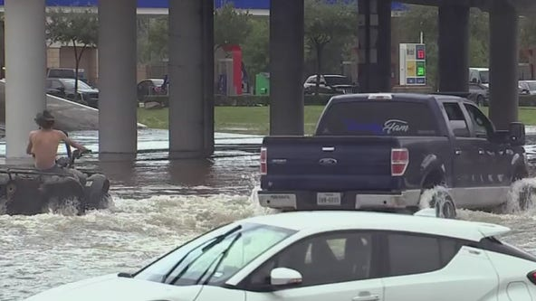 Lifted truck drivers rescue flood victims in Houston, Pearland