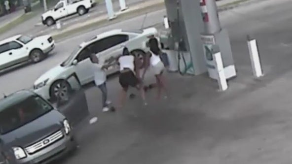 Houston Police searching for suspects wanted in aggravated robbery