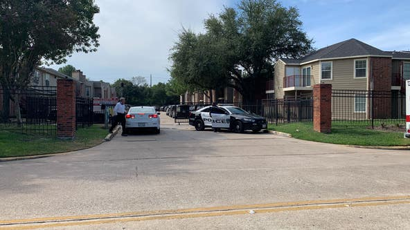 SWAT at north Houston apartment complex where suspect is barricaded