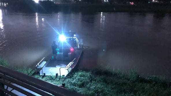 Houston PD, Coast Guard search for fisherman who jumped into Brays Bayou