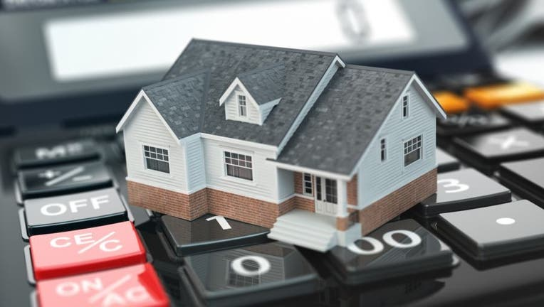 Credible-lock-float-mortgage-rates-iStock-508545940.jpg