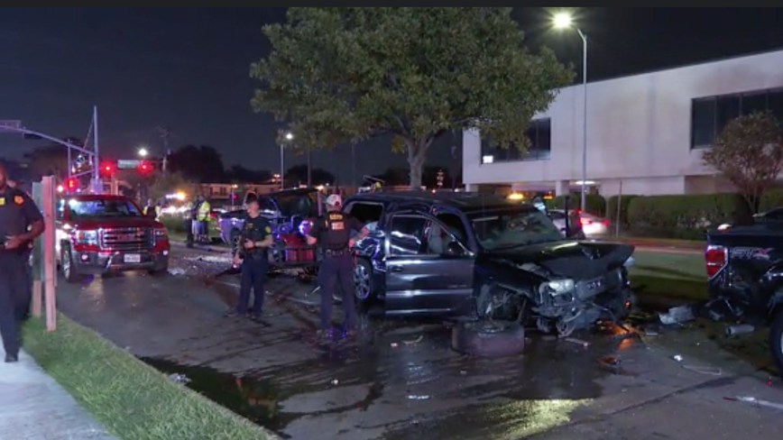 Car chase suspect shoots at patrol car before crashing into 6 vehicles in Houston