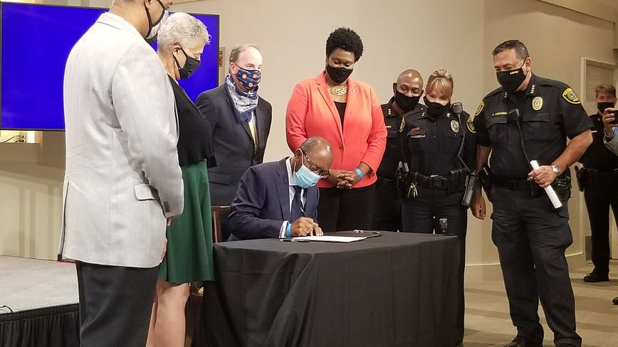 Mayor Turner announces HPD's cite-and-release program for minor offenses
