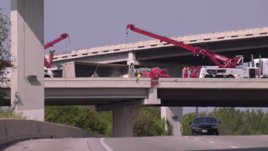 610 W Ramp closed after 18-Wheeler rollover crash