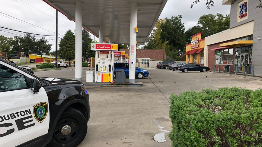 Two critically shot at NE Houston gas station, police investigating
