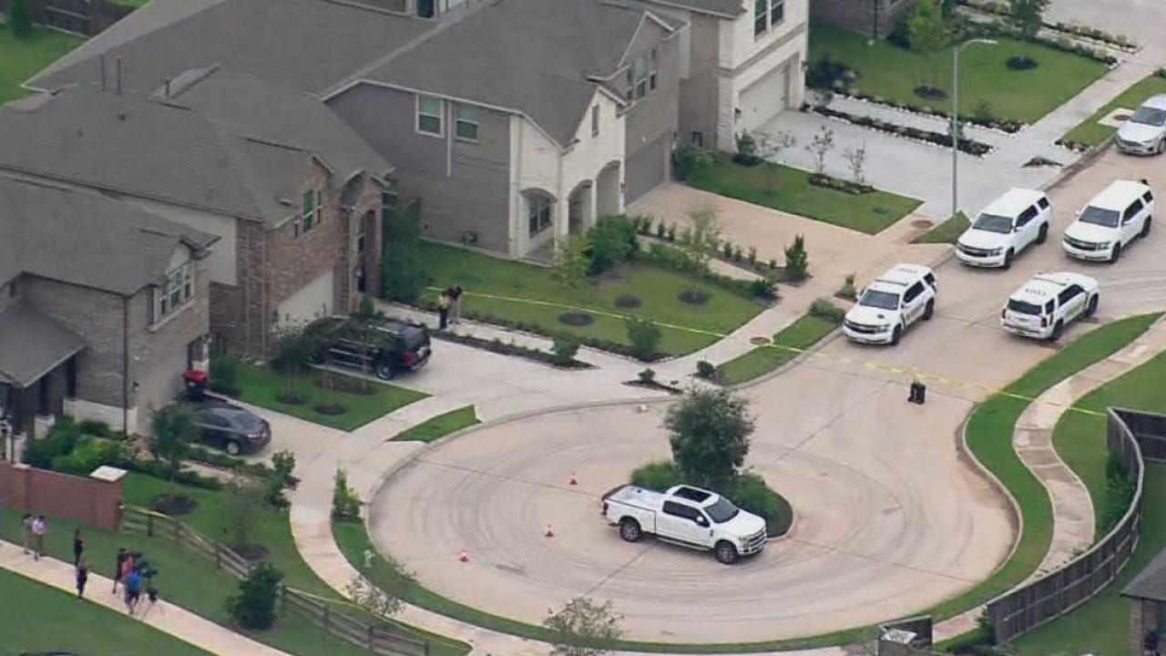 Suspect in custody after deadly Sienna shooting