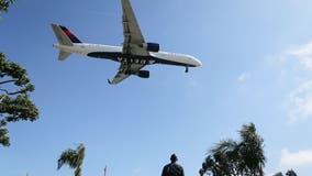 Delta bans hundreds of passengers for refusing to wear masks
