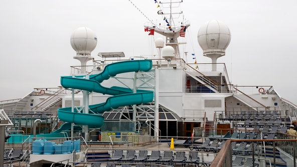 US extends ban on cruise ships through October
