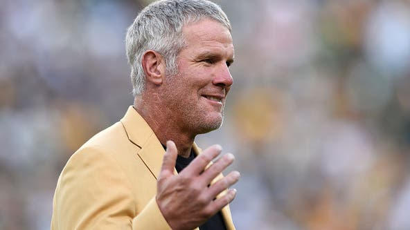 NFL great Brett Favre throws his support toward Trump