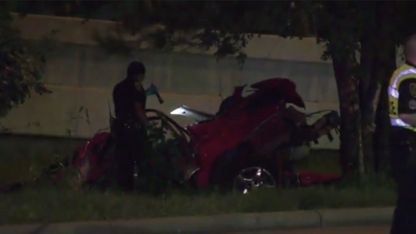 1 dead, 1 injured after car smashes into tree near Gulf Fwy in Houston