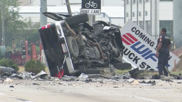 3 dead, 2 injured after multiple car crash in Harris County