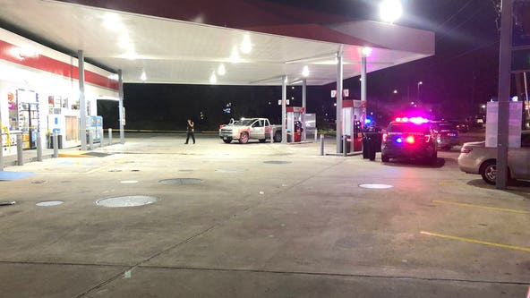 Man killed at gas station in SE Houston, police investigating