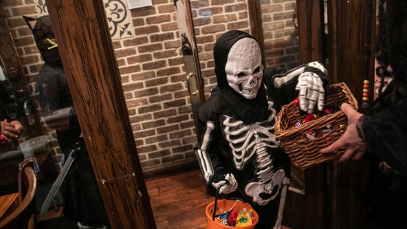 Washing Halloween candy wrappers will reduce COVID-19 risk, researchers find