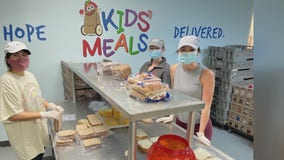 Kids Meals Houston work with volunteers to provide 2,000 Thanksgiving dinners