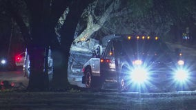 1 dead, 3 hurt after pickup truck crashes into tree in Clear Lake