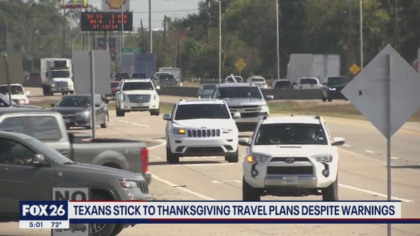 Texans stick to Thanksgiving plans despite warnings