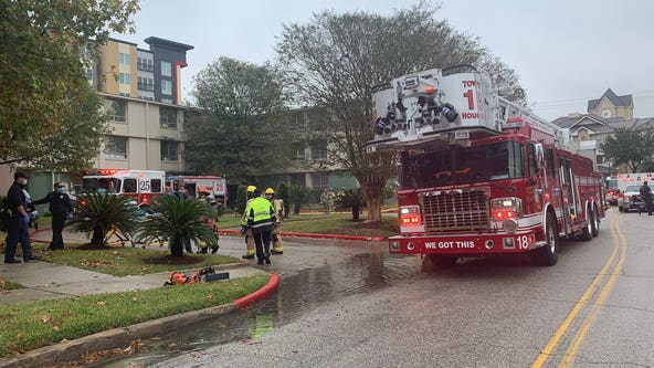 Multiple residents rescued from apartment fire south of University of Houston