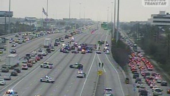 Portion of Interstate 10 westbound near Katy closed due to crash involving HPD officer
