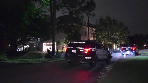 Police: Man shot in the face during robbery in west Houston