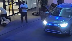 VIDEO: 2 men on the run after robbing victim of Rolex watch in front of Houston hotel