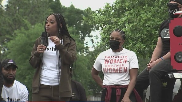 Hundreds gather remembering Pamela Turner, rally for officer who killed her to be convicted