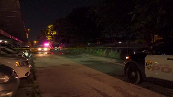 Man dies after shooting, crash in southwest Houston