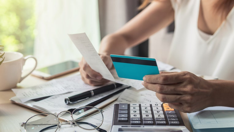 Credible-credit-card-iStock-1051216104.jpg