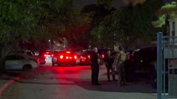 HPD: Barricading suspect turns himself into police after holding his girlfriend, her child at gunpoint