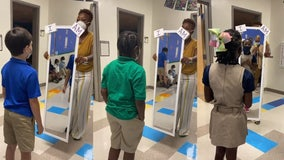 'I am smart!': Teacher has students say positive affirmations in mirror in viral video