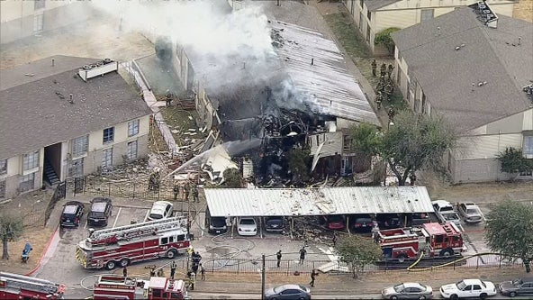 Dallas apartment explosion injures 7, 3 firefighters critical