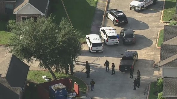 2 HPD officers wounded in shooting in northeast Harris County