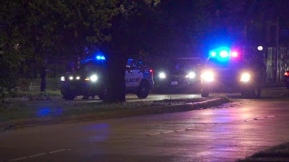 Man shot twice in SW Houston; 2 males reportedly seen running from scene