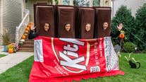 Kit Kat Halloween costume for 4 people breaks apart just like the candy